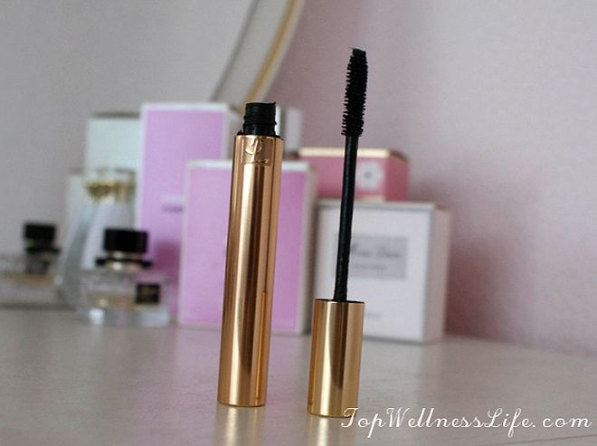 The updated mascara to add volume YSL Volume Effet Faux Cils Luxurious Mascara For A False Lash Effect in Black 8
