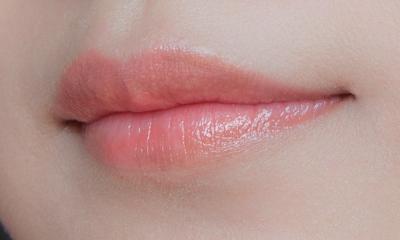 Behavior on the lips