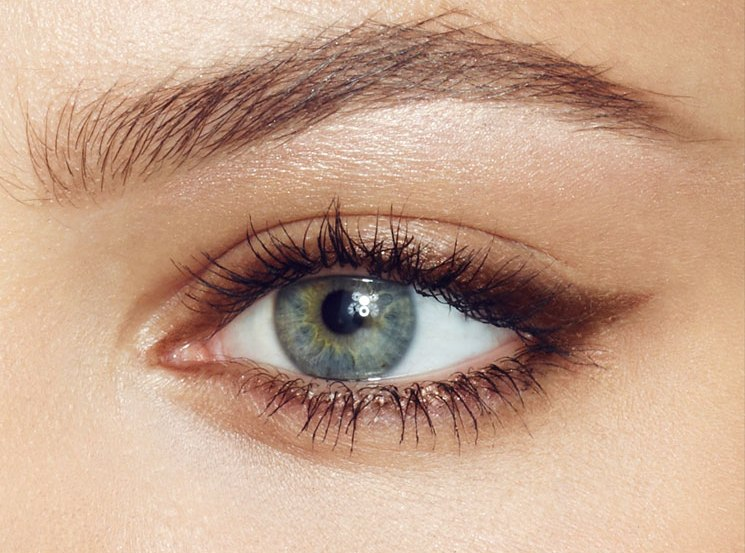A perfect eyebrow shape for an oval faces