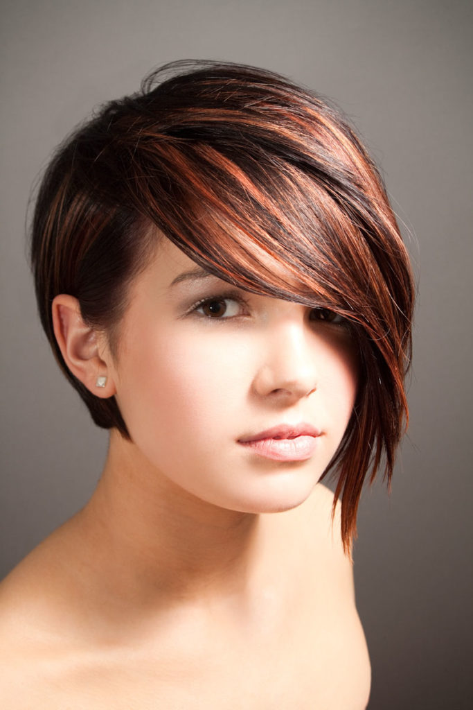hairstyle suits the round face